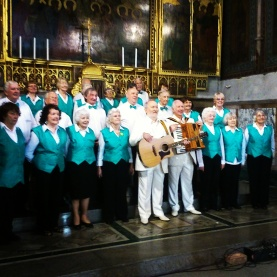 Choir with legendary Irish duo, Foster & Allen, in London 2014